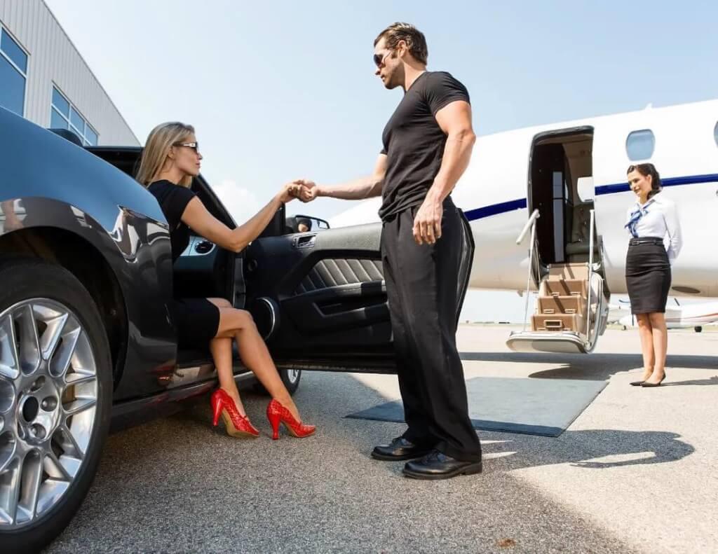 Путешествие в Тронхнейм на частном самолете Как сделать путешествие в Тронхейм максимально комфортным? Заказать чартерный перелет на частном самолете у брокера AVIAV TM (Cofrance SARL)! Преимущества бизнес-авиации Для начала давайте разберемся, чем так привлекательны полеты на бизнес-джетах, и почему они намного удобнее, чем обычные перелеты. 1. Частная авиация дарит вам настоящую свободу: туристы больше не привязаны к расписанию работы авиаперевозчика и аэропорта, также они освобождены от долгой процедуры паспортного контроля. 2. Полет на арендованном самолете может превратиться в настоящее приключение благодаря широкому спектру дополнительных услуг, которые предлагает Кофранс САРЛ. В полете можно отметить любой праздник, устроить грандиозный банкет, заказав блюда из любого ресторана, который вам по душе, организовать кинопросмотр, установив на борту большие экраны – словом, если вы летите на отдых в Тронхейм, то первые яркие впечатления вы получите уже в воздухе. 3. Еще одно преимущество частной авиации заключается в том, что арендаторам самолетов не нужно беспокоиться о безопасности: все лайнеры Cofrance SARL систематически проходят технические осмотры и всегда готовы к вылету. Пилотов регулярно аттестуют. Соответственно, во время полета вам не нужно беспокоиться о безопасности. Перелет на частном самолете в Тронхейм Если вы уже задумались над тем, чтобы арендовать самолет и совершить путешествие в Норвегию, поговорим немного о том, где вам предстоит приземлиться – об аэропорте Вернес в Тронхейме. Этот международный аэропорт Вернес как гражданские, так и военные рейсы и, конечно, принимает самолеты частной авиации. Ежегодно через воздушные ворота Тронхейма проходит более 4 млн пассажиров. Согласно статистике, этот аэропорт занимает 4-е место по загруженности в стране. В Вернесе есть два благоустроенных терминала: первый обслуживает внутренние рейсы, второй – международные. Инфраструктура аэропорта отвечает всем запросам туристов: здесь открыты различные магазины,